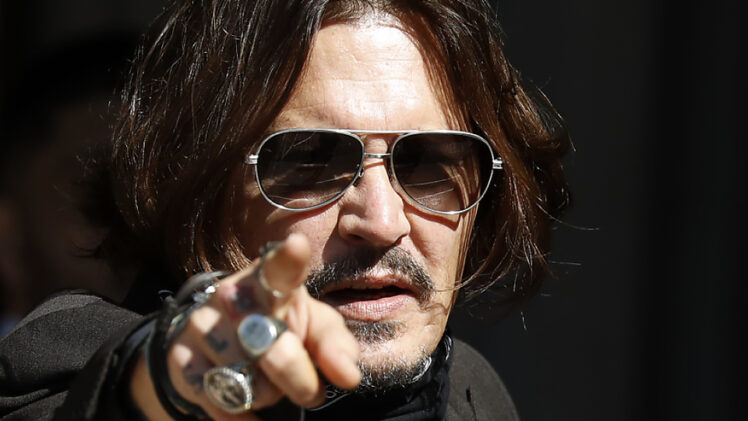 Johnny Depp demitido da franquia Animais fantásticos